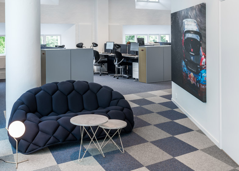 Red-Bull-offices_pS-arkitektur-_dezeen_784_7