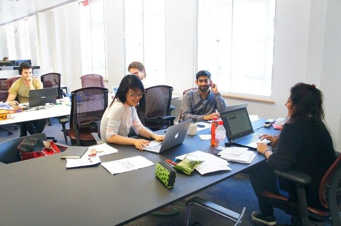 eOffice coworking desk