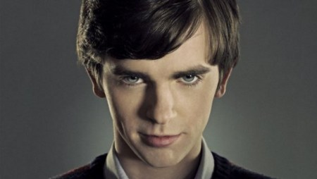 freddie-highmore-as-norman-bates