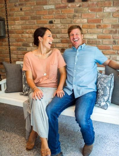 chip-and-joanna-gaines-bench-401x524