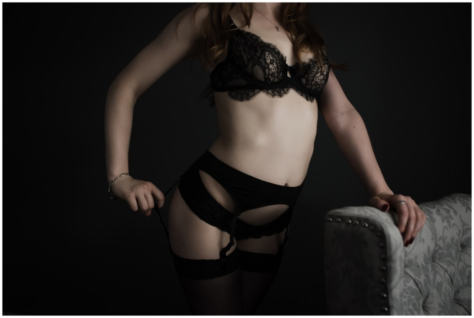 anonymous image of a woman wearing a garter and stockings to her boudoir session
