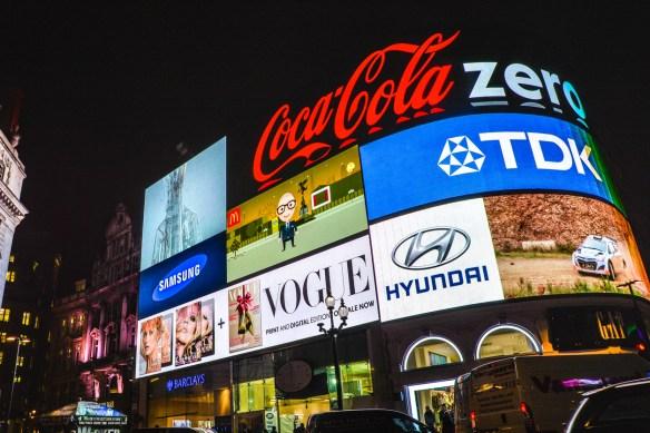 Establécense los requisitos legales para las publicidades incluidas en los Artículos 9º y 10 de la Ley Nº 22.802 y en los Artículos 4º y 36 de la Ley N° 24.240