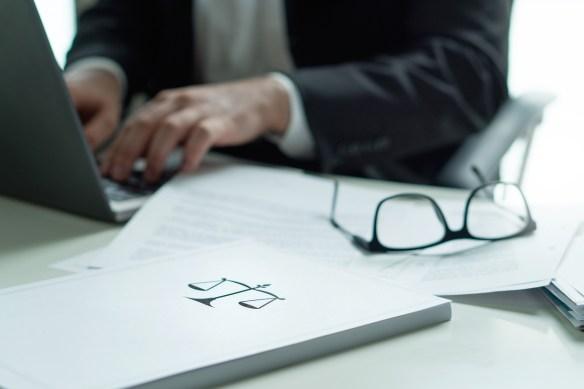 La demandada fue apercibida por no incorporar una copia digital del escrito de expresión de agravios presentado en formato papel