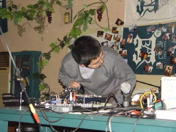 Zhou Pei at 2pi Festival 2005 (photo courtesy of Li Jianhong and Wei Wei)
