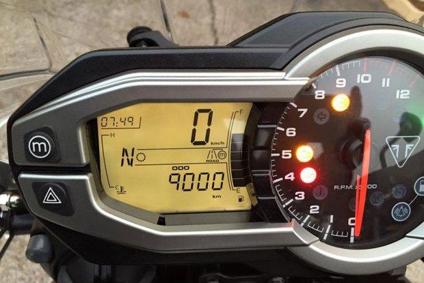 Manipular el cuentakilómetros de un vehículo