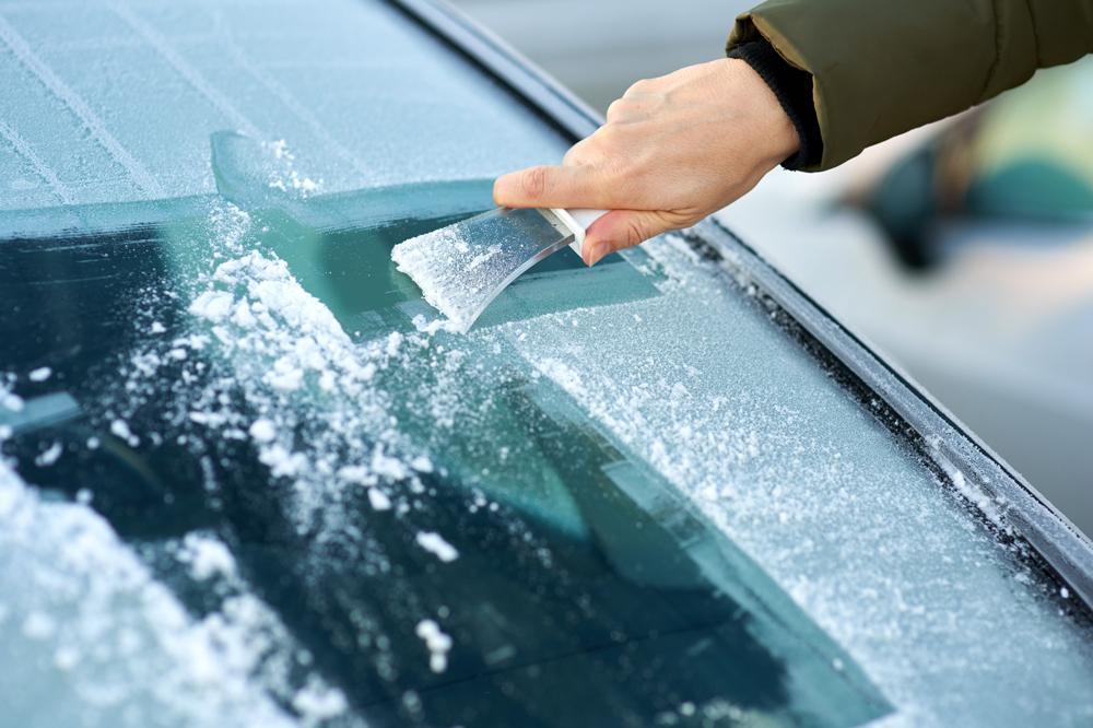 Consejos para eliminar el hielo del parabrisas del coche