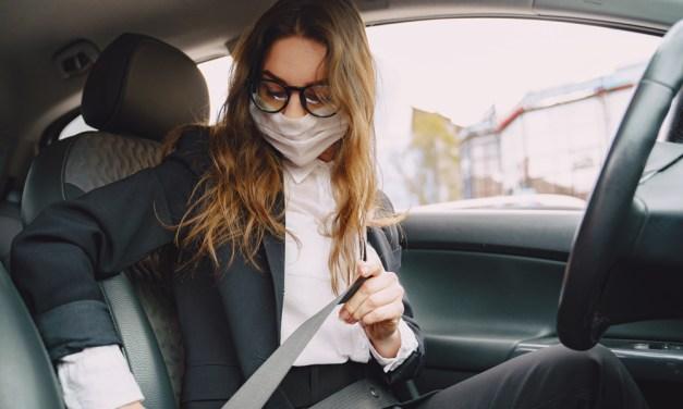¿Quién es responsable de las multas, el titular o el conductor del vehículo?