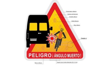 Nuevo distintivo de advertencia de peligro de ángulos muertos