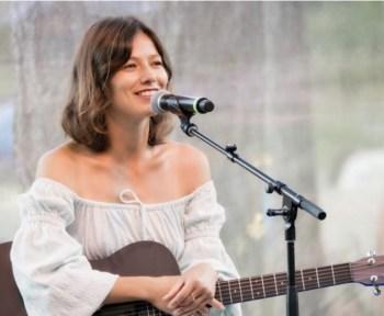 Hire Irina with Eventeus – Singer guitarist in Portland