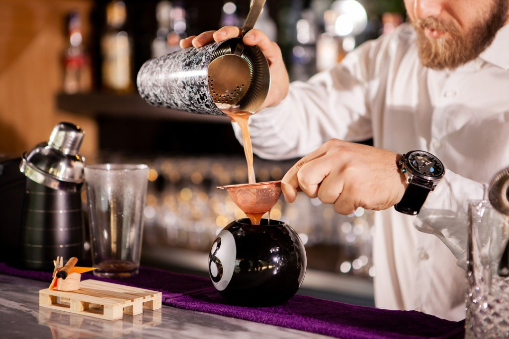 Hire a freelance bartender for your next event with Eventeus!