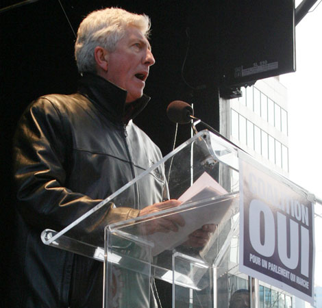 Gilles Duceppe ends his speech by saying sovereignty is the best way for Quebecers to stand up for themselves.