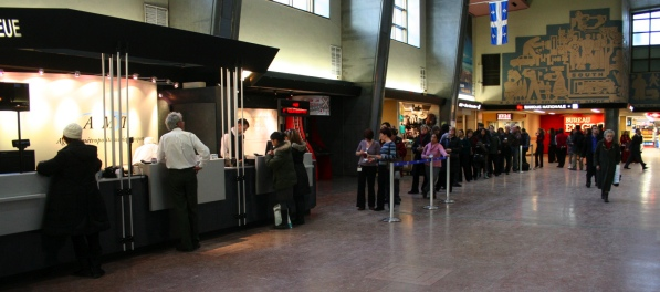 Lineup at AMT service counter at Central Station
