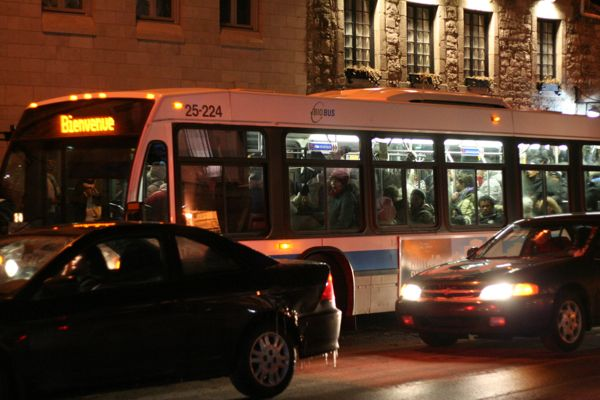 Nuit Blanche shuttle bus at the Old Port stop
