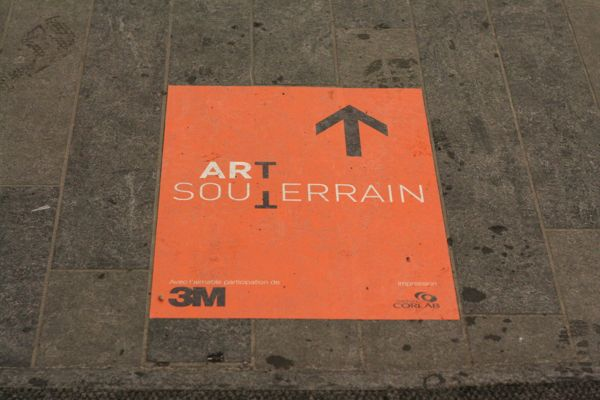 Art Souterrain floor arrow