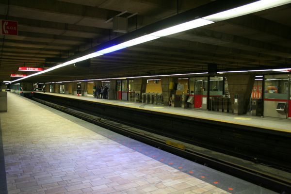 Longueuil station at 3:35am