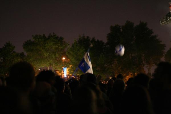 Giant ball with a fleur de lys got bounced around a lot. Vive le Québec gonflable!