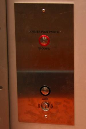 Elevator button panel