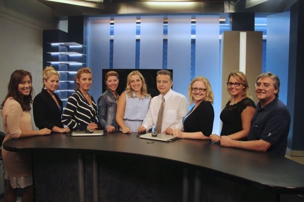 Avis de recherche staff, from left: journalists  Josie Simard, Kariane Bourassa, Jessica Leblanc, Nancy Bourgon and Valérie Beaudoin, president Vincent Géracitano, journalists Andrée-Anne Lavigne and Jessyka Dumulong, and cameraman/director Michel Ciacciarelli