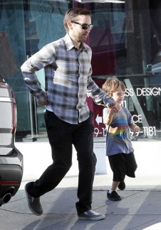 Tobey Maguire and son