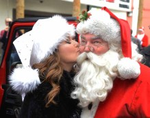 Las Vegas 03 I Saw Shania Kissing Santa Clause