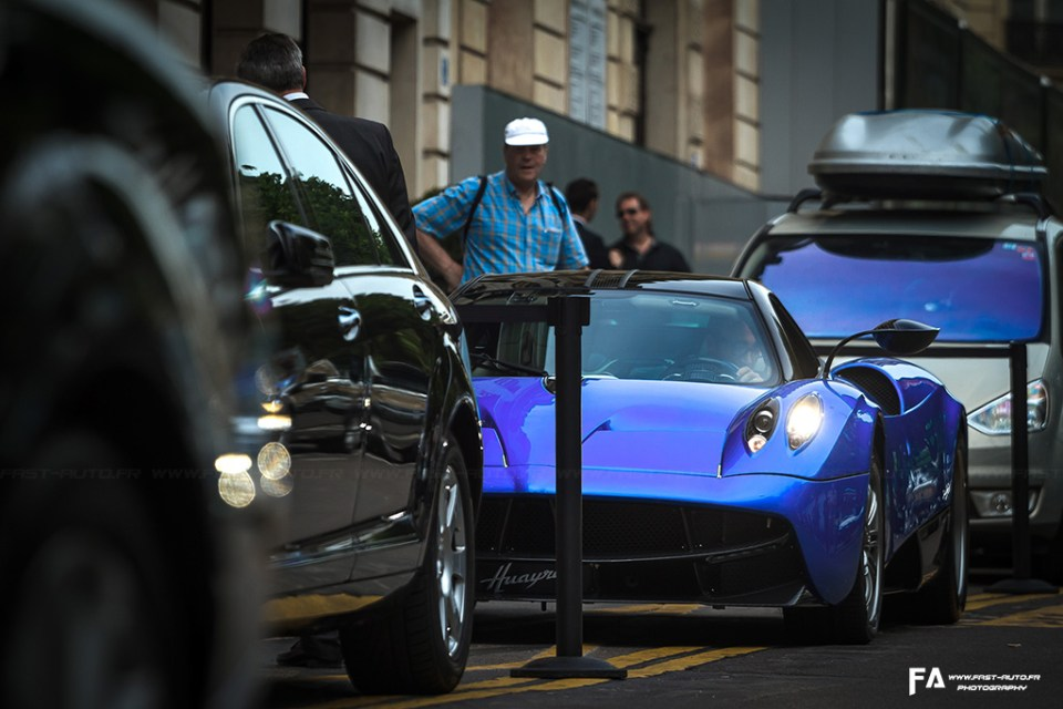 pagani-huayra-paris-spotting-blue.jpg