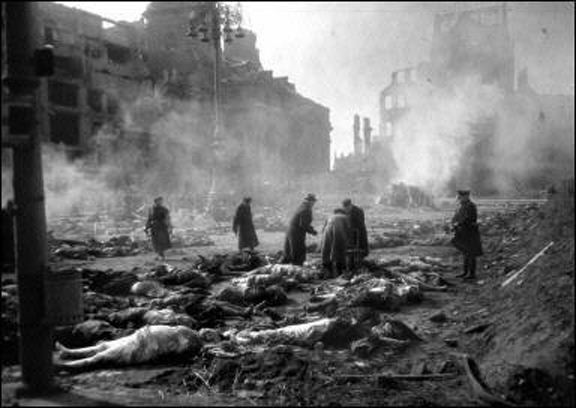 Dresden-bombing_collecting_corpses