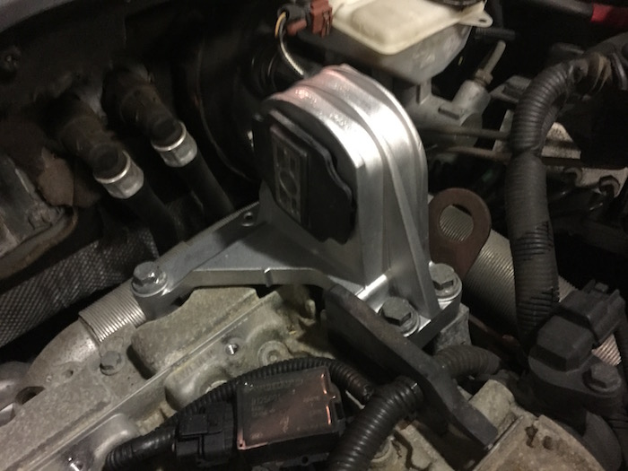 How To Replace The Upper Engine Mount On A Volvo S60
