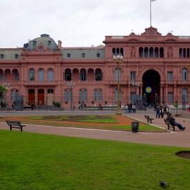 Die Casa Rosada und der berühmte Balkon, wo Evita zum Volk sprach und Maradona den Pokal präsentierte.