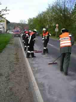 2005-04-ffhausen-OelSpur-0010