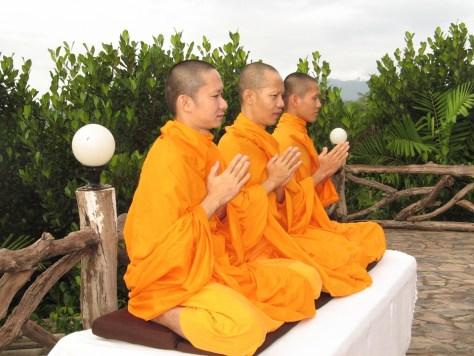 monks-478658_960_720