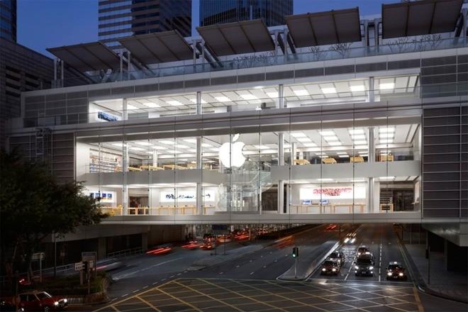Два сотрудника Apple Store были госпитализированы после неудачной замены батарейки айфона