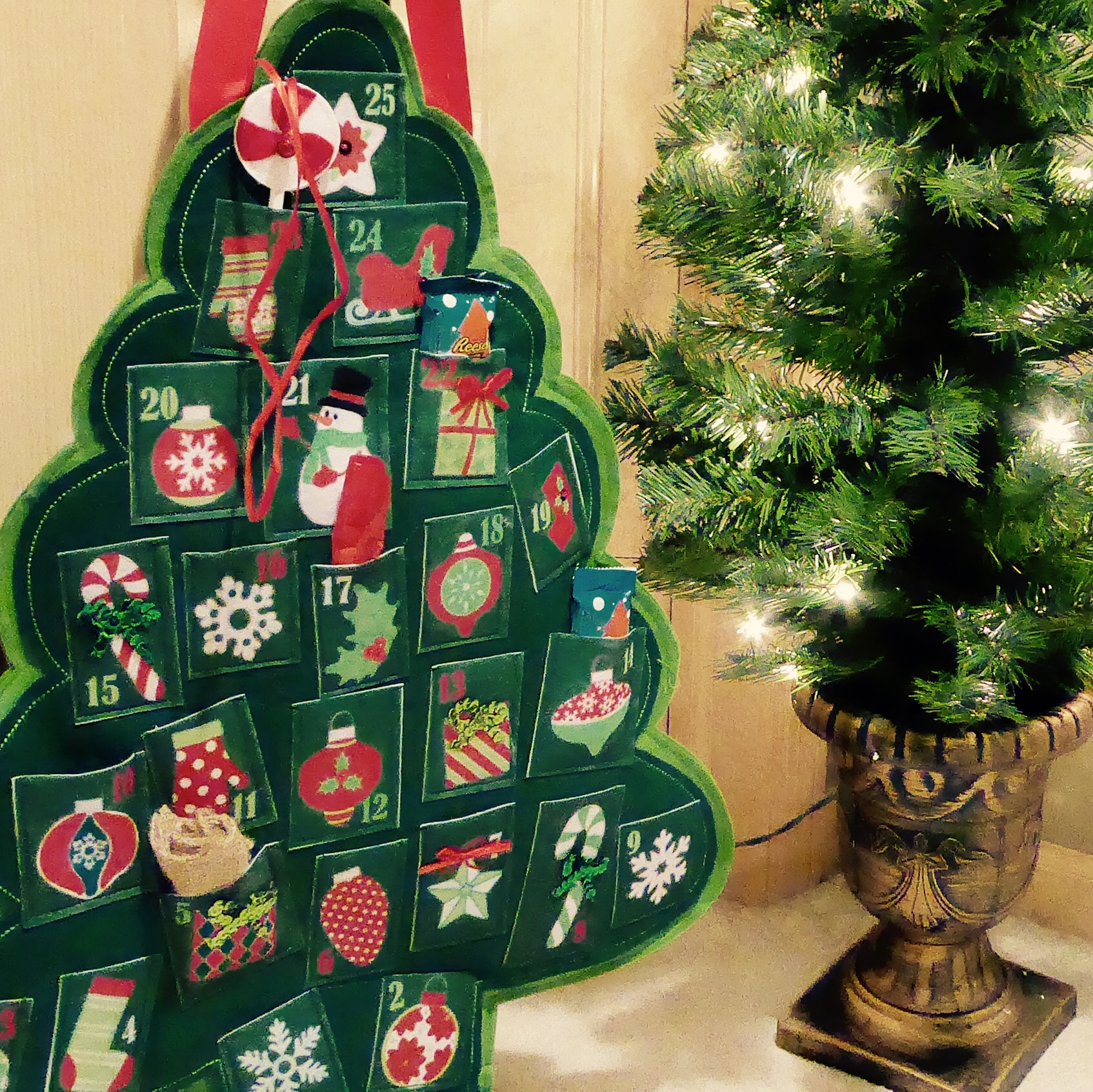 Advent Calendar Door Decor: Holiday Decor and Favorite