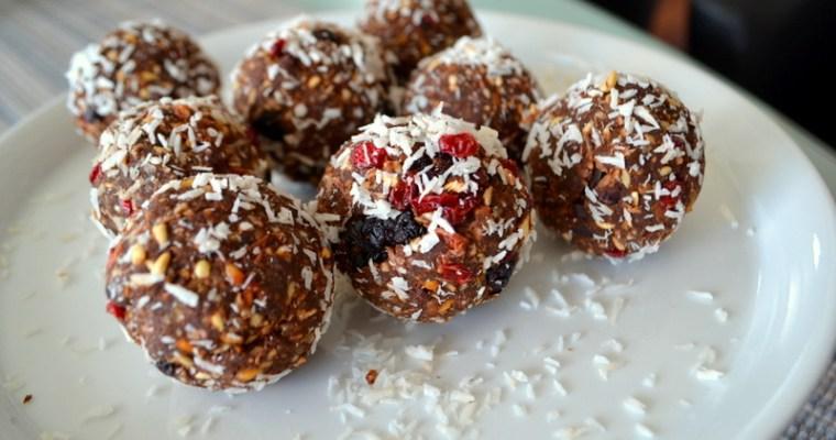 Superfoods – Brombinen-Berberitzen-Kugeln