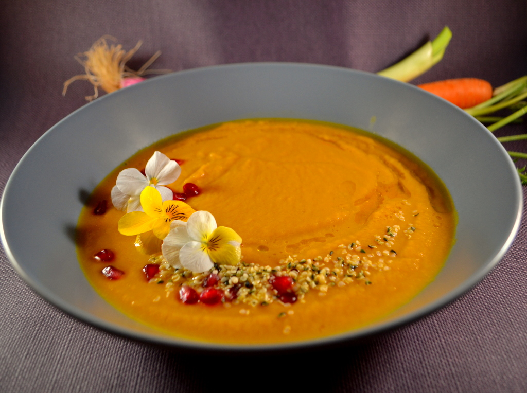 Superfood Zuppa di carote con melograno