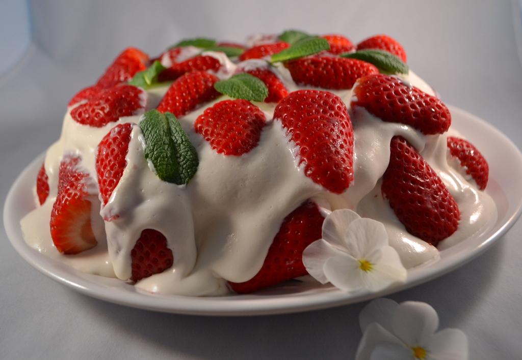 Bananen-Creme-Torte mit Erdbeeren – ohne Backen