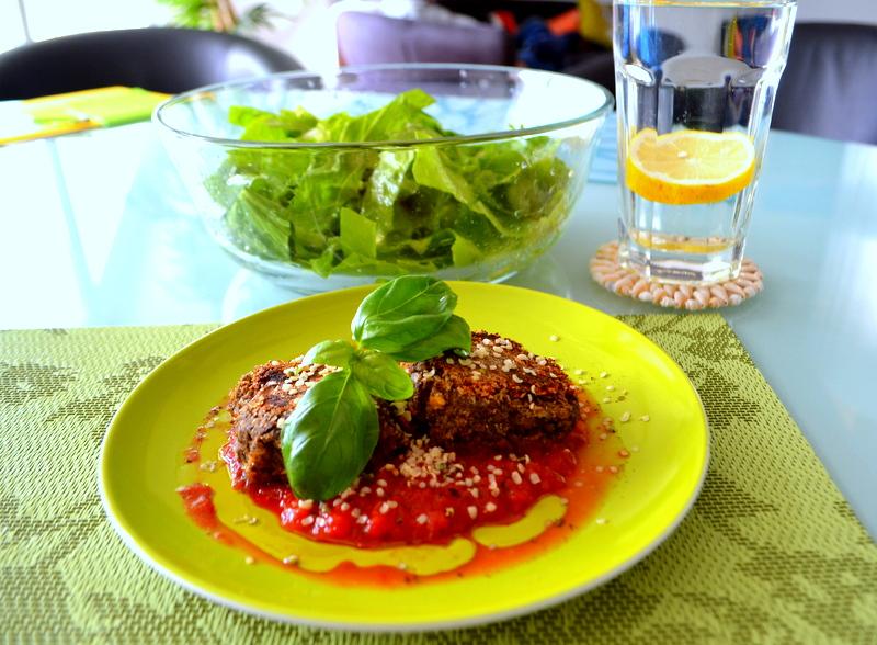 Hanfburger mit schnellem Tomatensugo – glutenfrei und vegan