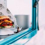 De ideale hap? Ontdek wat 10 hamburger foodtrucks te bieden hebben!