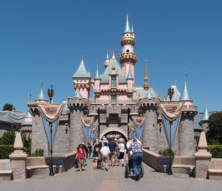Sleeping_Beauty_Castle_Disneyland_Anaheim_2013.jpg