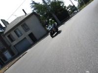Le fermeur, rôle important lors d'une sortie moto.