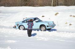 Ancienne Porsche qui met du gaz