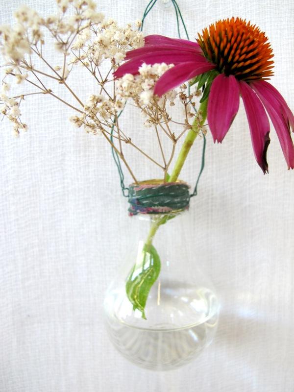 Wednes DIY Home Décor: The Light Bulb Vase