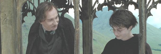 ルーピンと話すハリー