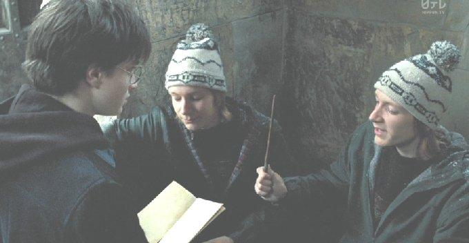 ロンの兄に地図をもらうハリー