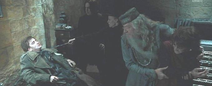 ハリーを助けるダンブルドア