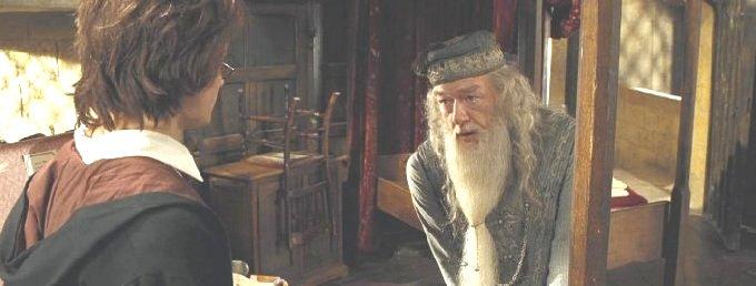 ダンブルドア校長と話すハリー