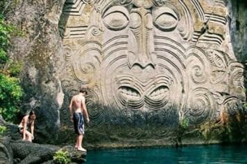 Taupo sculpture maorie
