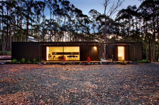 A large circle of dense bushland was cleared to give the illusion of botanical seclusion with the home positioned in a linear orientation across the centre of the clearing to provide a 360 degree panoramic view of pure landscape.