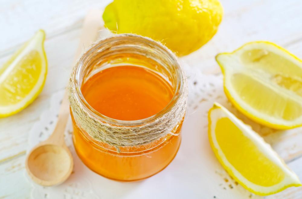 Lemon ginger turmeric tea for colds and flus