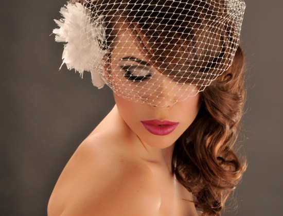 Wedding-Hairstyle-with-soft-curls-and-bird-cage-veil