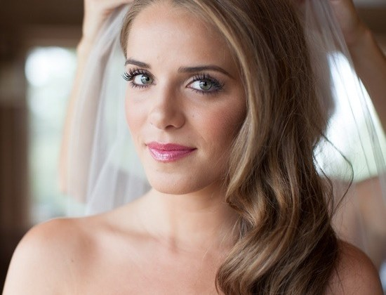 wedding-hairstyles-for-long-hair_side-swept